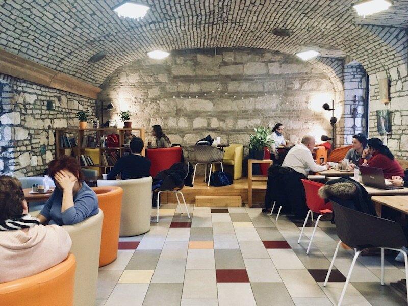 budapest-laptop-cafe-adna