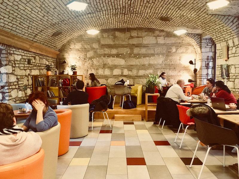 budapest-cozy-cafe-adna